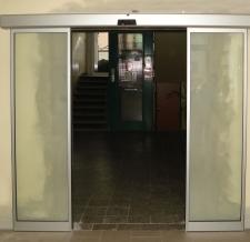 Lineárně posuvné automatické dveře 1